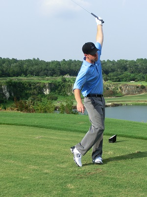 Adaptive Golf Using Gravity for a Safe Powerful Golf Swing